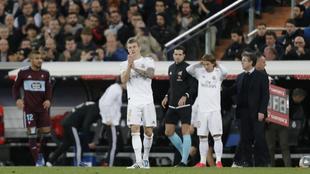 Kroos y Modric durante un partido en el Bernabéu