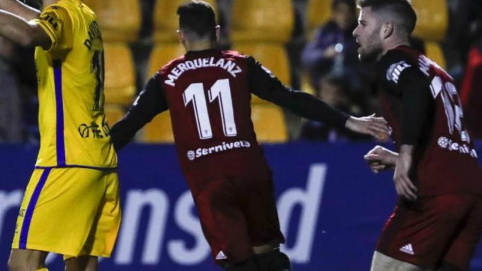 Merquelanz celebra uno de sus goles al Alcorcón