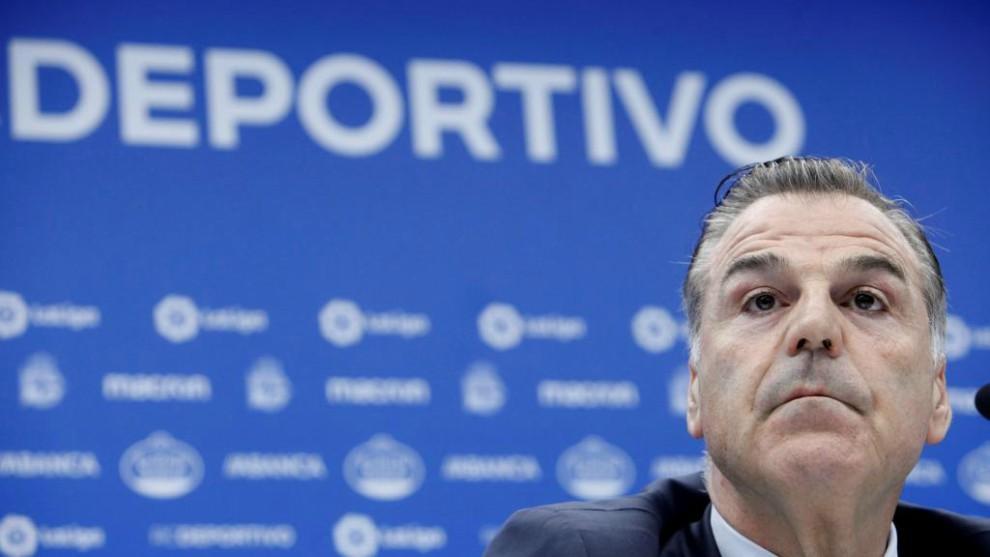El presidente del Deportivo, Fernando Vidal, durante una comparecencia...