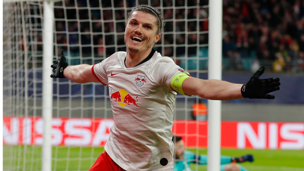 Sabitzer celebra uno de sus dos goles al Tottenham