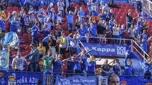 La afición del Oviedo que se desplazó en el último partido de los...