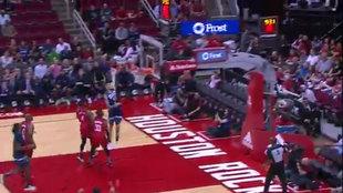Juancho Hernangómez machaca el aro de los Rockets