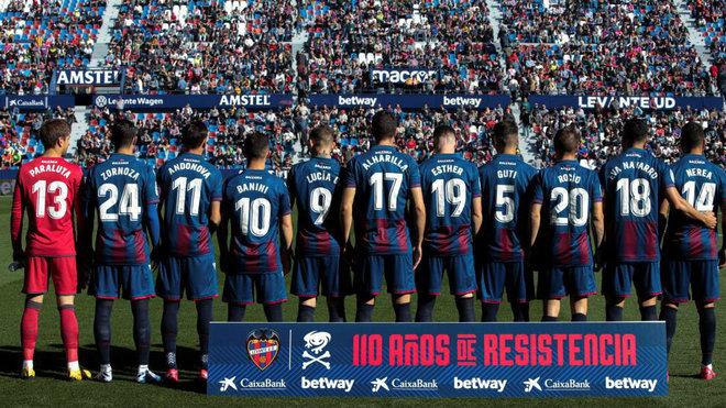 Los jugadores del Levante antes de un partido.
