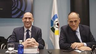 Luis Rubiales yJavier Tebasm en una Asamblea de LaLiga.
