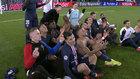 Los jugadores del PSG celebran el pase a cuartos imitando a Haalaand.