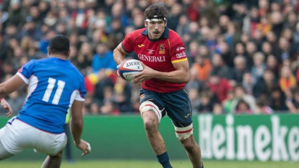 David Barrera, del XV de León de rugby, en un partido con España.