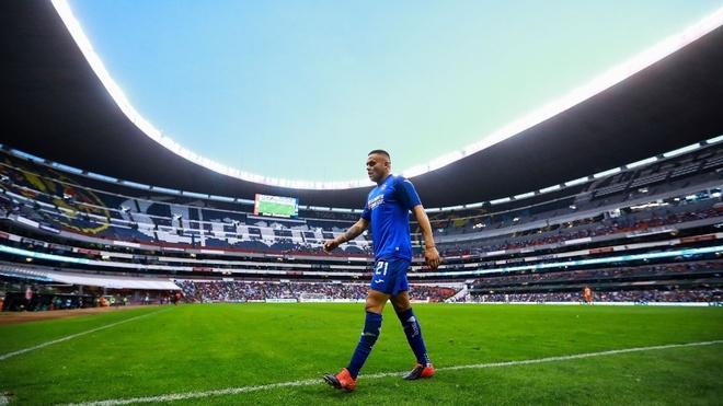 Jonathan Rodríguez en el Estadio Azteca.