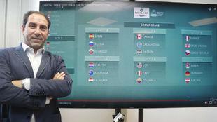 Albert Costa, con el cuadro de las Finales de la Copa Davis