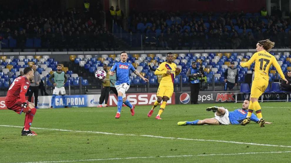 Momento en el que Griezmann marca el gol del Barcelona en la ida ante...