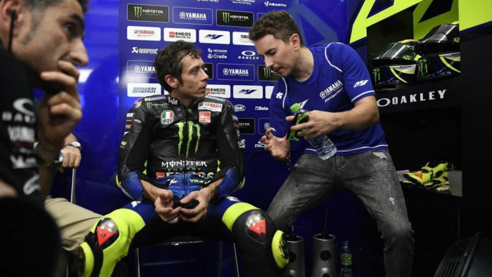 Rossi y Lorenzo, durante los test de invierno con Yamaha