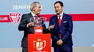 Andoni Goikoetxea junto al director general del Granada, Antonio...