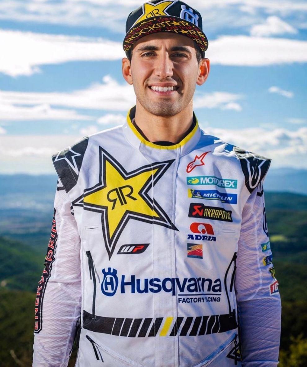Luciano Benavides cambia los colores de KTM por los de Husqvarna.