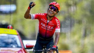 Nairo celebra su triunfo en la séptima etapa de la París-Niza 2020.