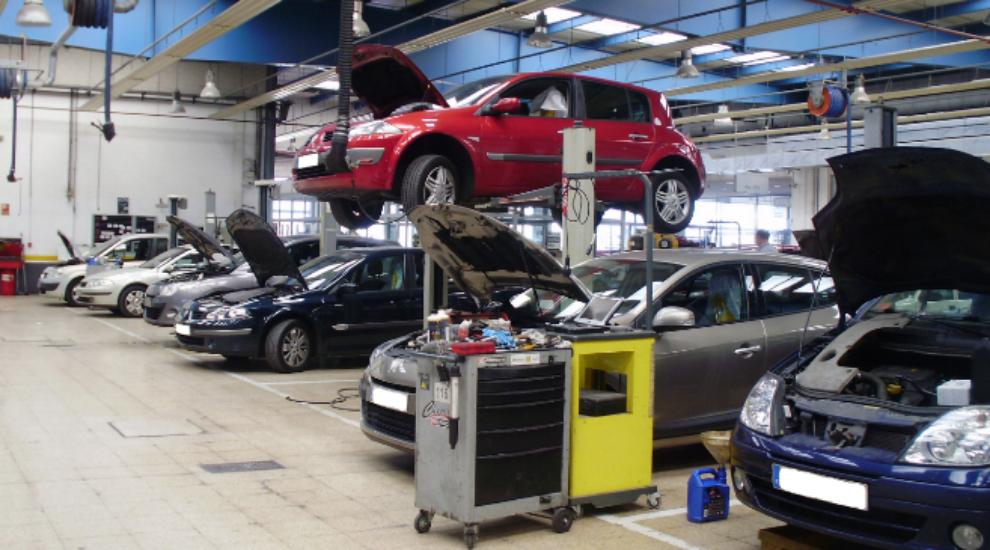 Imagen de un taller de reparación de vehículos.