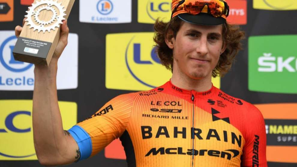 Iván Garcia Cortina celebrando su triunfo de etapa en la París-Niza.