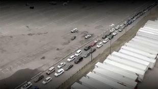 Alucinante: la kilométrica cola de coches en Denver para hacerse el test del coronavirus