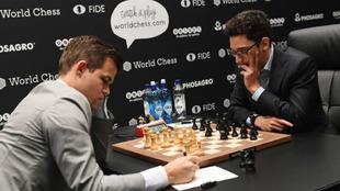 Partida entre Carlsen y Caruana en el Mundial 2018