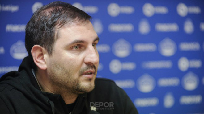 El técnico del Dépor femenino, Manu Sánchez. durante una rueda de...
