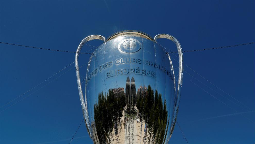 Las finales de la Champions League y la Europa League se aplazan