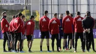 Sergio González y la plantilla del Valladolid, en un entrenamiento.