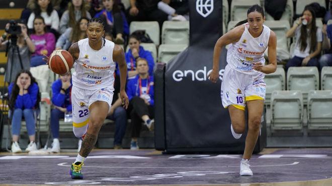 Jugadoras del Ciudad de La Laguna Tenerife disputando la Copa de la...