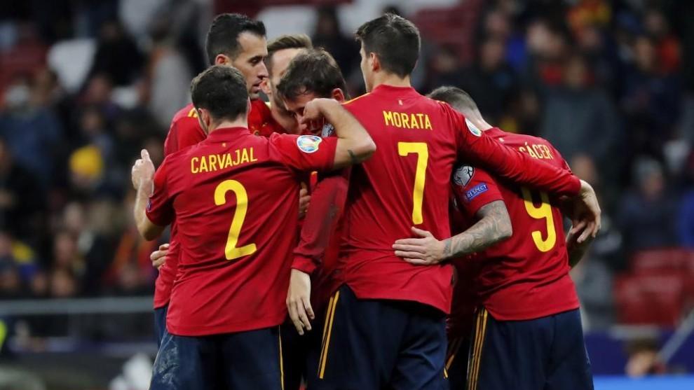 Los jugadores de la selección celebran un gol durante la fase de...