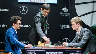 Partida Caruana (EE.UU)-Aleeksenko (Rusia), ronda 2.