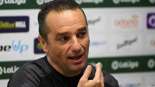 José Luis Oltra, durante una rueda de prensa reciente en El Sardinero