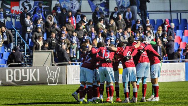 Inmune al coronavirus, la liga de fútbol arranca en Bielorrusia