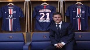 Ander Herrera, en su taquilla del vestuario del PSG.