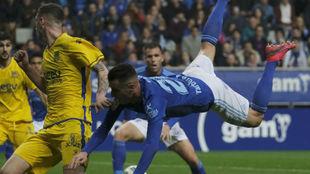 Sergio Tejera, 'volando' delante de su afición en el...
