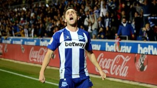 Lucas Pérez, celebra un gol con el Alavés.
