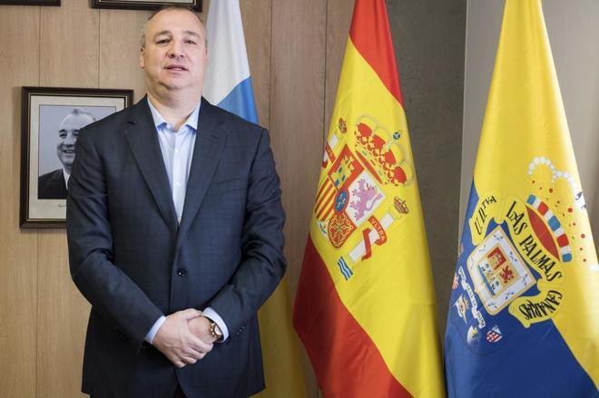El presidente de Las Palmas, Miguel Ángel Ramírez, posando para...