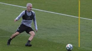 Salvi Sánchez realiza un ejercicio durante un entrenamiento.