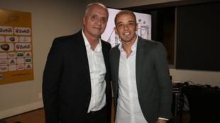 Marcelo Madeiros (izquierda), presidente del Internacional de Porto...