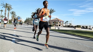 Tariku Novales, en el Medio Maratón Puerto Sagunto -Campeonato de...