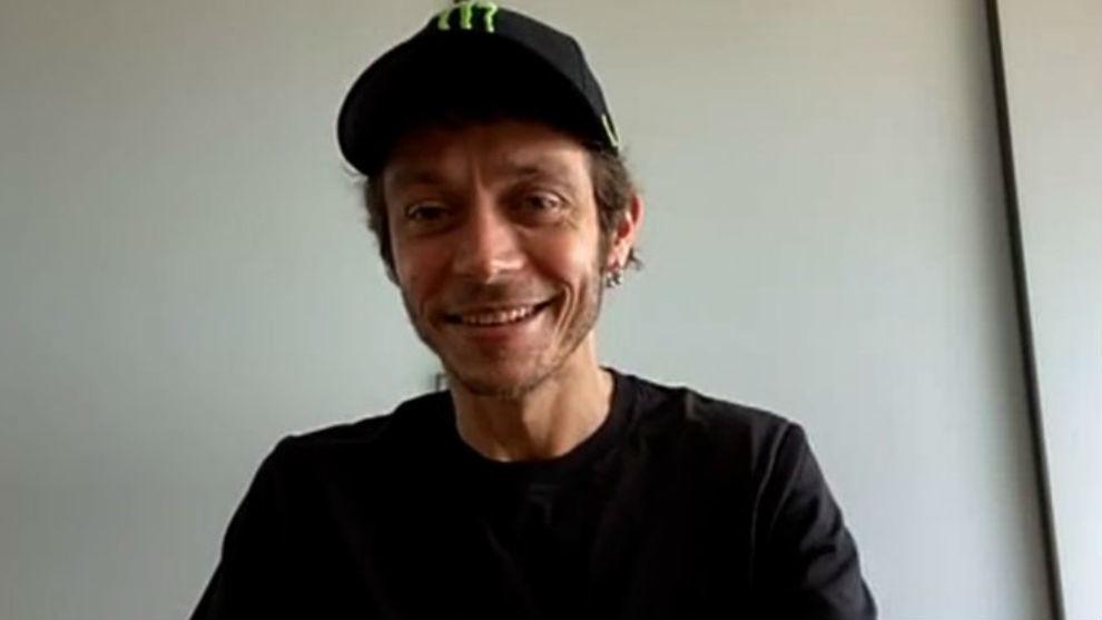 Rossi, en videollamada desde su casa de Tavullia.