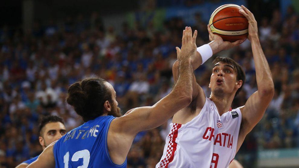 Dario Saric, durante un partido con Croacia en 2016.