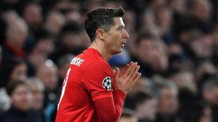 Lewandowski se lamenta en un partido del Bayern.