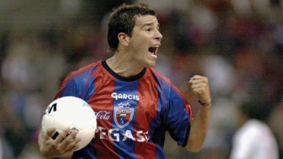 Chamagol González en festejo de gol con el Atlante
