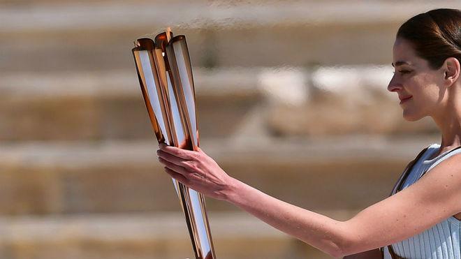 La antorca olímpica, en un momento de su traslado a Japón
