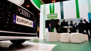 El 'stand' de la 'rent-a-car' Europcar en una...