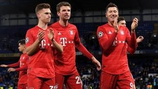 Kimmich, Mueller y Lewandowski celebran la victoria del Bayern en...