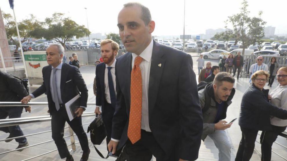 Richard Shaheen,  llegando a los juzgados con el abogado Jesús Campos