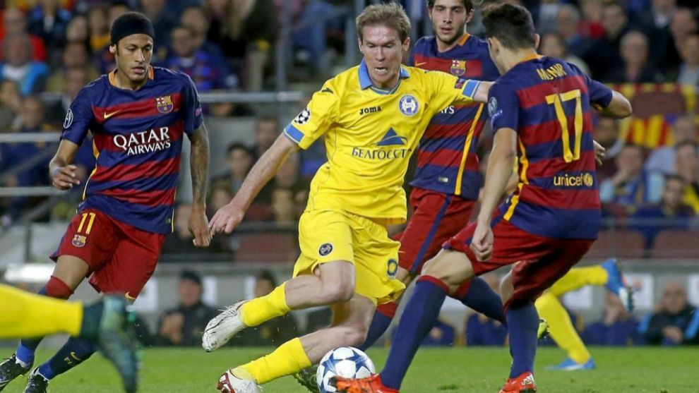 Hleb playing against Barcelona for BATE Borisov.