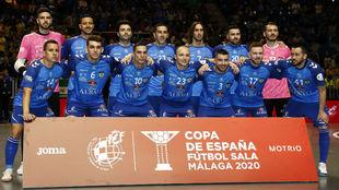 Los jugadores del Viña Albali, antes de su primer partido en la Copa...