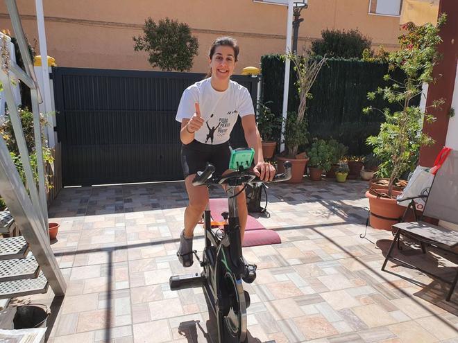 Carolina Marín, entrenando en su casa de Huelva.
