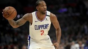 Kawhi Leonard jugando con Los Ángeles Clippers en el Staples Center