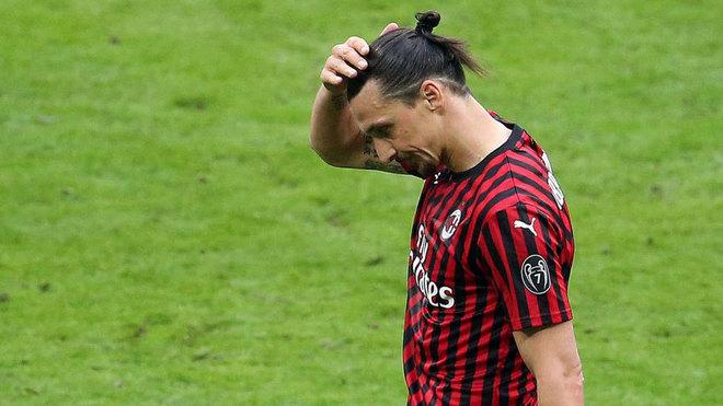 Ibrahimovic se lamenta en un partido del Milan.
