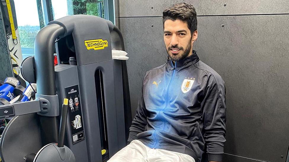 Luis Suarez trains from his home gym.